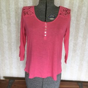 Pink 3/4 sleeve top.
