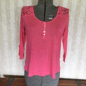 Pink 3/4 sleeve top.