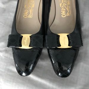 Ferragamo black quilted leather Vara bow flats 7.5