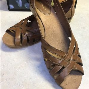 Predictions Shoes - Predictions size 9 Gem Woven Tan wedge
