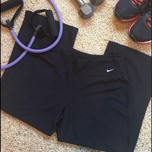 Nike Pants - Nike Dri-Fit Capri pants