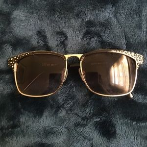 Selling these Steve Madden sunglasses