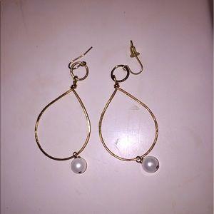 Jewelry - Gold tear drop pearl earrings