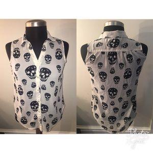 Sleeveless skull printed collar blouse