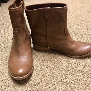 Fergalicious camel colored ankle booties!