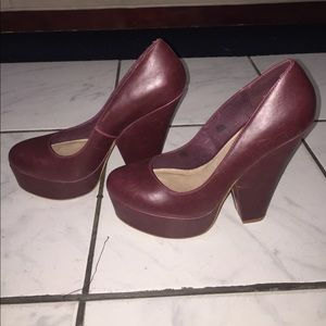 NEW Steve Madden burgundy closed toe block heels