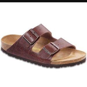 Birkenstock Shoes - Birkenstock Arizona leather textured sandals 40/9