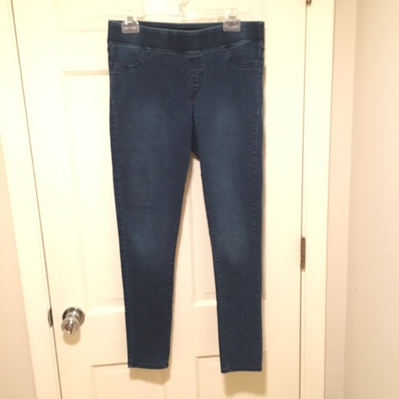 Old navy old navy jeggings from katie 39 s closet on poshmark for What time does old navy open today