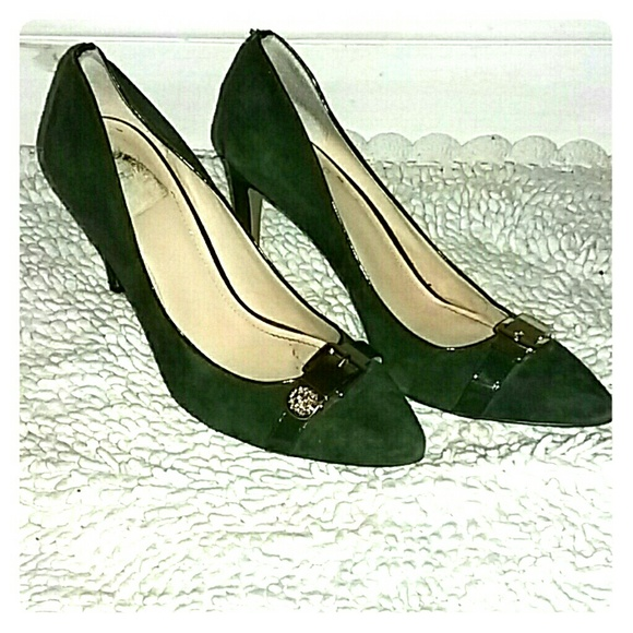 35 off vince camuto shoes hunter green pumps with gold. Black Bedroom Furniture Sets. Home Design Ideas