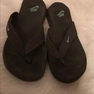 9aa6ca33d6b4 Buy brown nike flip flops   OFF53% Discounted