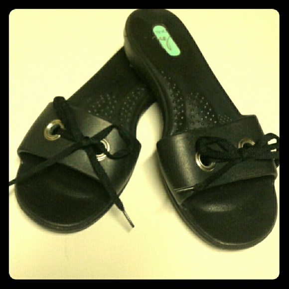 57 Off Okabashi Shoes Okabashi Black Slide Sandal With