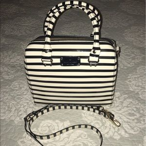 ⚡️♠️Kate Spade Medium Cream& Black Crossbody Bag⚡️