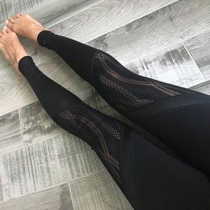 ALO Yoga Pants - Alo Vitality leggings