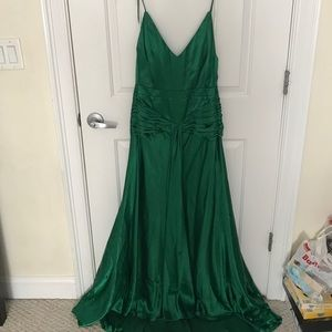 Faviana Dresses & Skirts - Super cute green prom or wedding dress