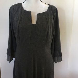 Women's 3/4 sleeve midi length dress. Size 14