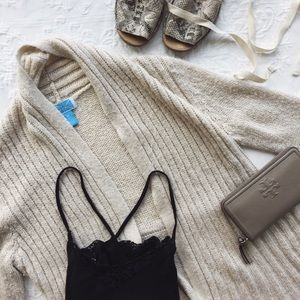 🌴{urban outfitters} soft chunky cardigan