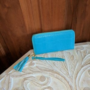 2 Chic Handbags - NWOT 2Chic Faux Pebbled Leather Accordion Wallet