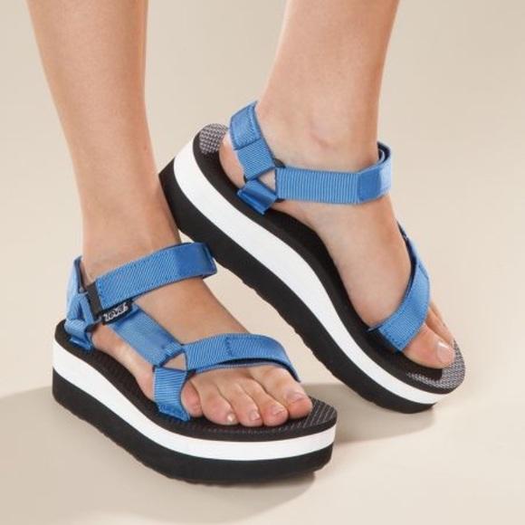 b967f26f8b86 blue teva flatform universal sandals blue   black.  M 59304647620ff718550de677