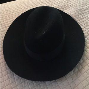 Accessories - trendy black hat