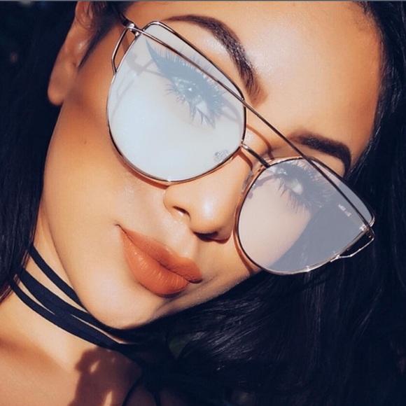 Quay Australia Accessories - ❌ON HOLD❌NWT mirrored aviator sunglasses