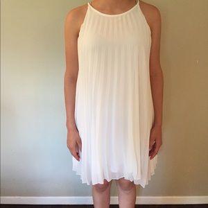 Dresses & Skirts - white pleated flowey dress