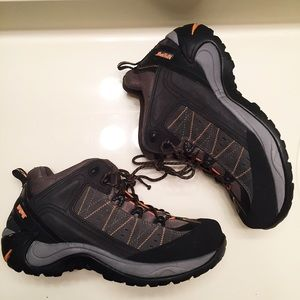 Magnum Other - NEW men's steel toe Magnum boots size 12