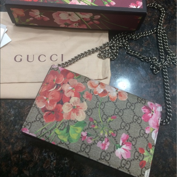 9f1a9ac70b0 Gucci Blooms Supreme Chain Wallet