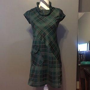 Adorable plaid dress... with a pocket!! 😍