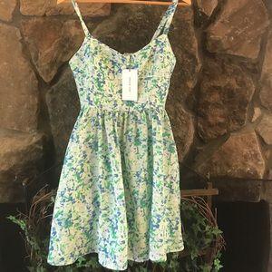 Amour Vert Dresses & Skirts - 💚AMOUR VERT💚100% Silk Green-tree Dress💚