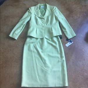 Le Suit Dresses & Skirts - NWT Le Suit 12 suit