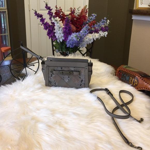 1b4b1d44591 Coach Handbags - 🎉AUTHENTIC COACH SWAGGER WRISTLET CROSS BODY BAG