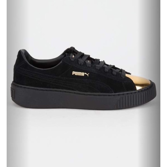 fe125fb6f29275 Brand New Puma suede gold tipped Sneakers