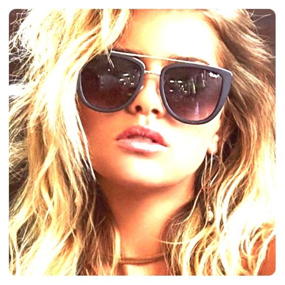 aebb004f670e2 Quay French Kiss Sunglasses 😎 Barely worn! M 5930d92abcd4a763cc01162f