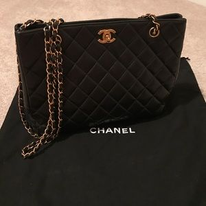CHANEL Handbags - Chanel Lambskin Quilted Tote