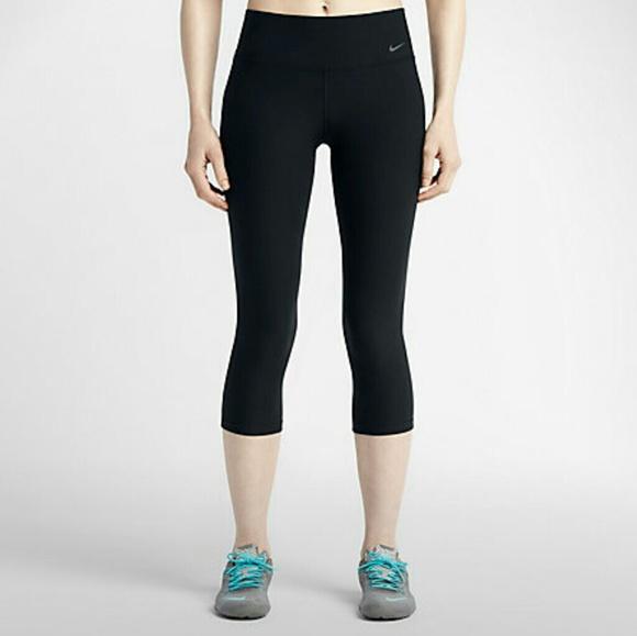 020b4034f4b70 Nike Women's Legend 2.0 Tight Poly training capris.  M_59310a89ea3f36c1fc0051d6