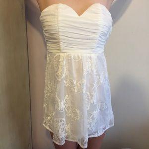  Tobi White Lace Mini-Dress NWT (Small)