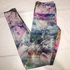 Onzie printed leggings size XS