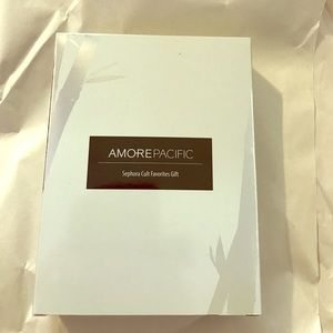 Amore Pacific Sephora Cult Favorites Gift Set.