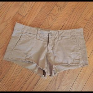 Who.A.U Distressed Tan Khaki Shorts Sz 6