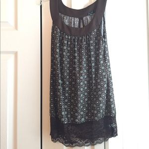 Like new! Green and brown lace tank