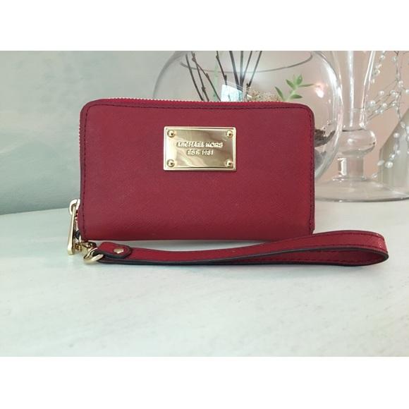 MICHAEL Michael Kors Handbags - Michael Kors cell phone wristlet