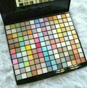 Other - Huge 150+ Eye Shadow Palette
