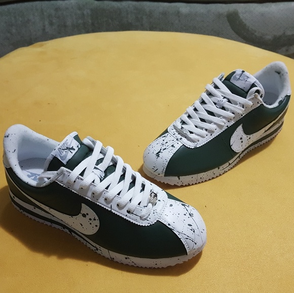 timeless design 67e18 382eb Custom Nike Cortez