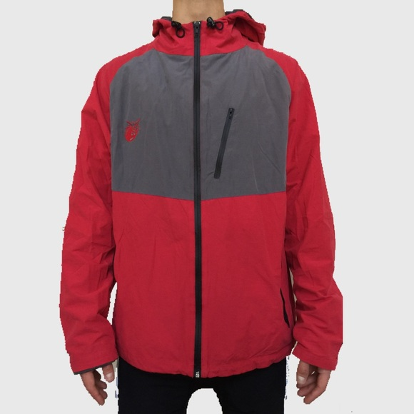 Shop Nike Jackets at Eastbay. Whether its ° or just a bit chilly, you perform better when you're warm & loose. Embrace the cold. Free shipping available on select items.