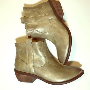 Restricted Shoes - NWOT Restricted metallic western bootie