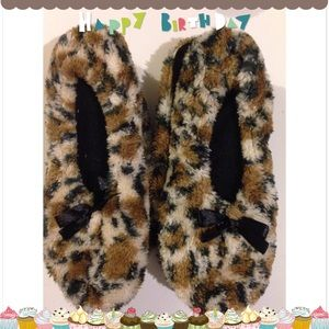 Leopard slippers size small 5-6