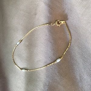 Delicate pearl and gold bracelet