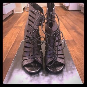 DOLCE VITA SILVER PEWTER LEATHER LACE UP BOOTIE 8