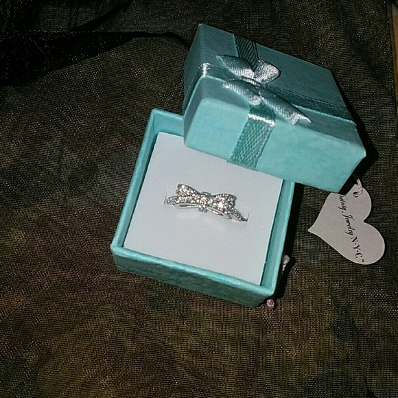 Dainty Jewelry NYC Jewelry - HP!!! *Stunning Silver Bow Ring!*