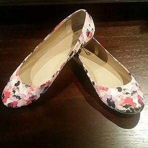 no. 6 Shoes - Mix no. 6 floral flats size 7.5